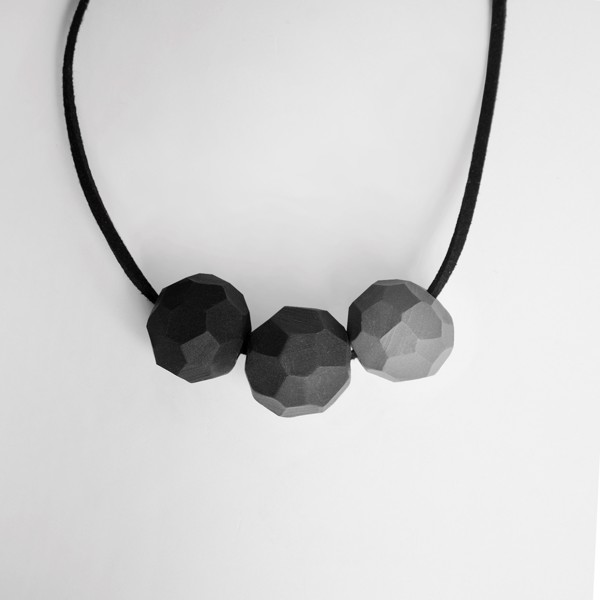Picture of Monochrome Necklace 'Builder'