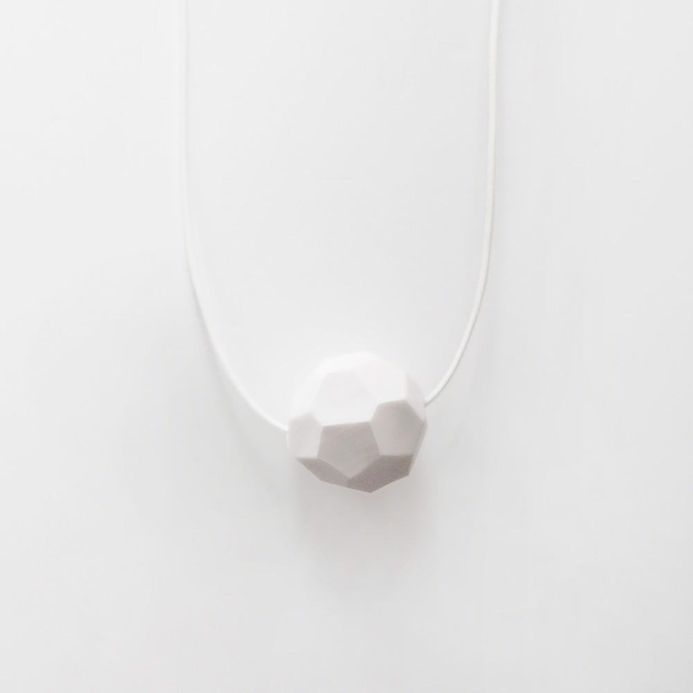 Снимка на Малко бяло колие 'Stones'