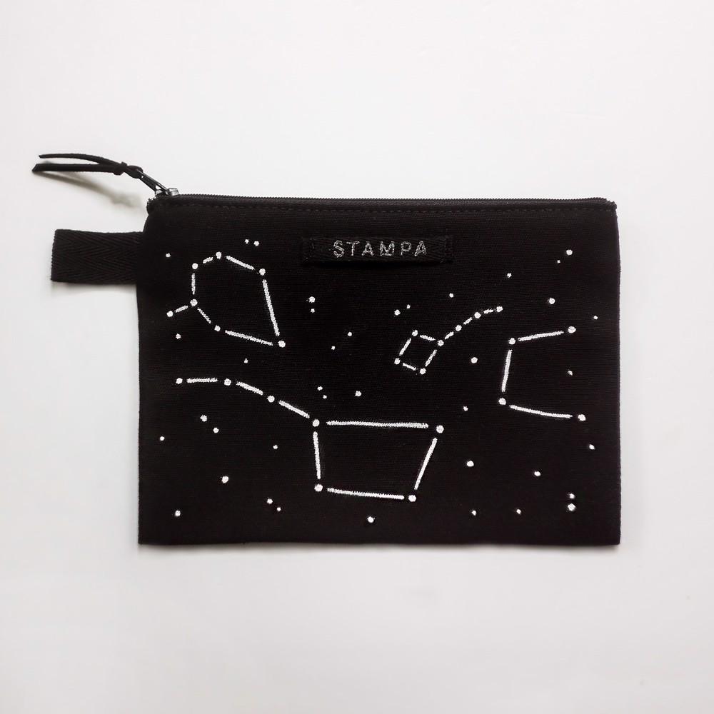 Снимка на Веган несесер със съзвездия
