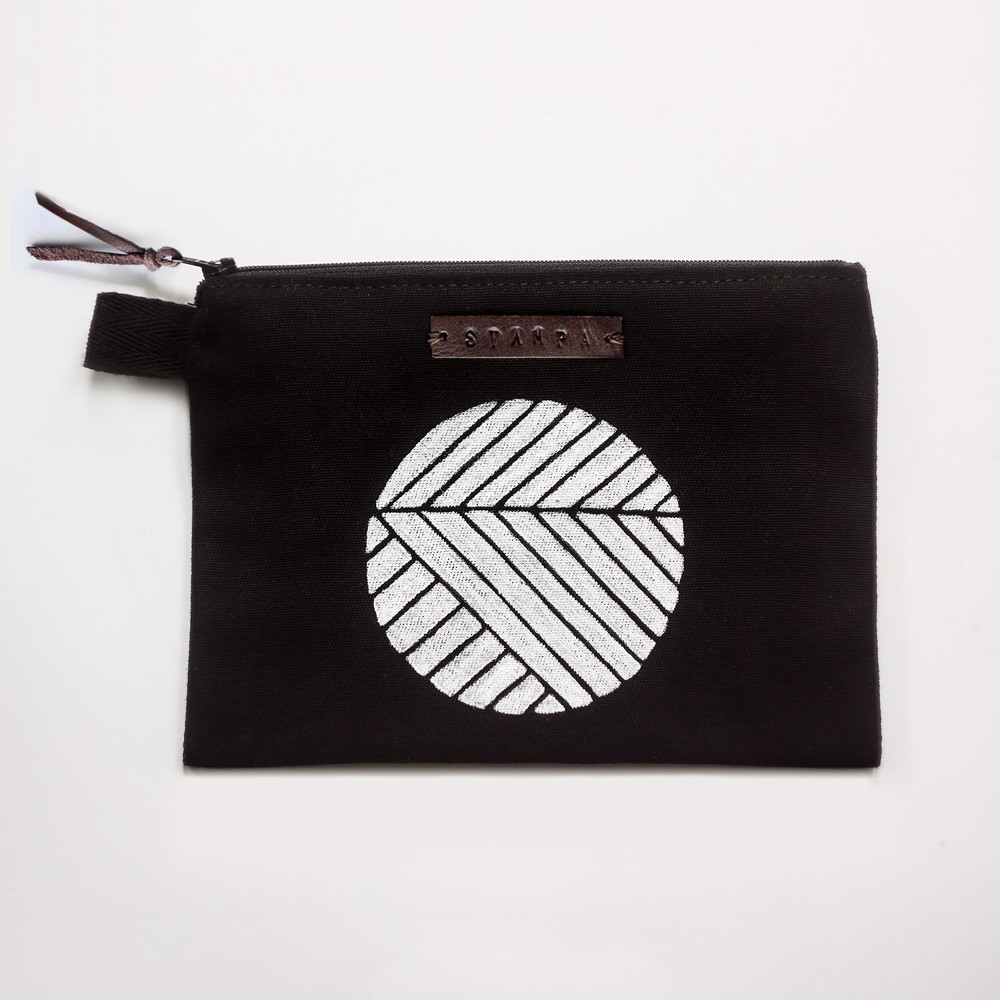 Picture of Black Circle Zipper Pouch