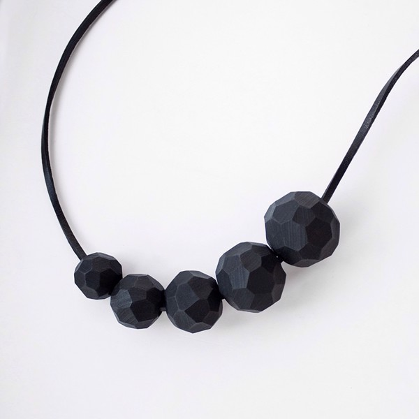 Picture of Extra large black Necklace 'Builder'